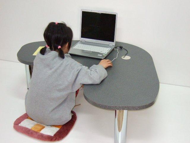 パソコンテーブル ブーメラン型