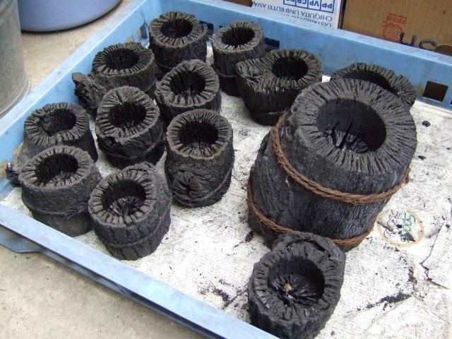 鉢、植木鉢、それも木炭製です。愛媛県上浮穴郡久万高原町のふるさとグッズ