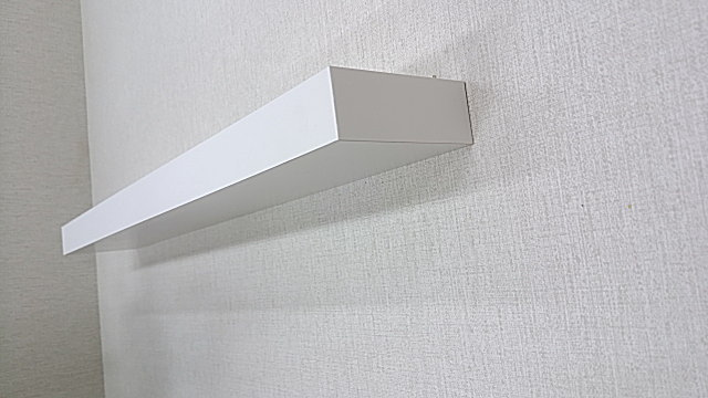壁取り付け専用飾り棚、台所の小物収納の棚に最適な収納術です。