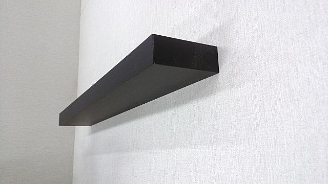 壁取り付け専用飾り棚、テレビ台の上の壁に取り付けできる。
