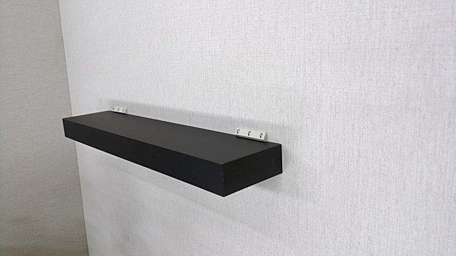 壁取り付け専用飾り棚、簡単にDIYでクロス下地の石膏ボードの壁