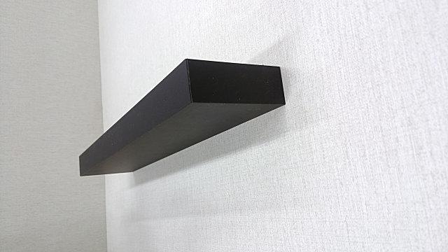 壁取り付け専用飾り棚、簡単にDIYでクロス下地の石膏ボードの壁に棚を取り付け。リビングの壁に最適。