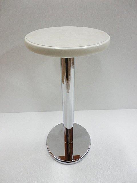 一本脚のテーブル