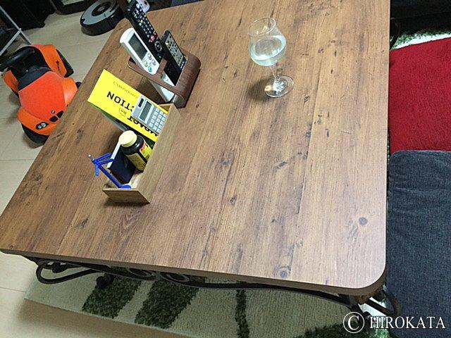 アンティーク調のメラミン化粧板製テーブル天板