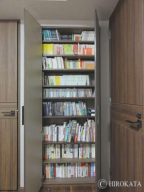 クローゼット内の本棚(書棚)の棚板増設