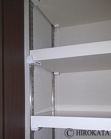 クローゼット収納内部の棚板を増やした