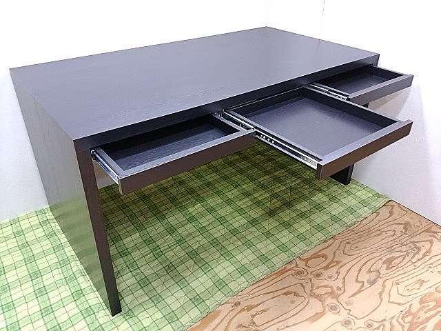 引き出し付きデスク(机)のオーダーメイド、メラミン化粧板仕上げ