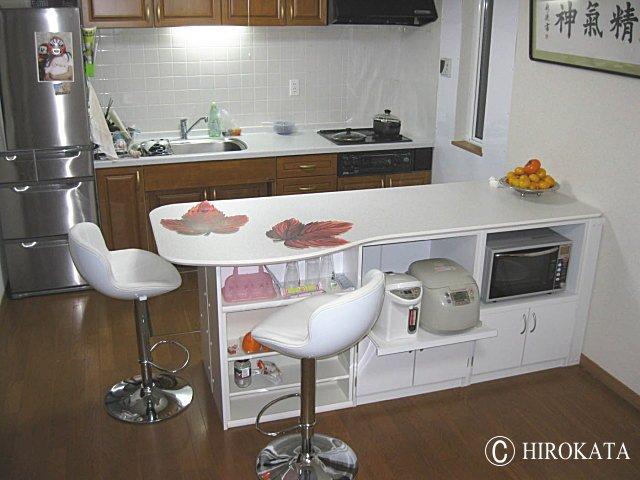 カラー ボックスと天板の組み合わせでキッチンカウンターテーブルを作る。