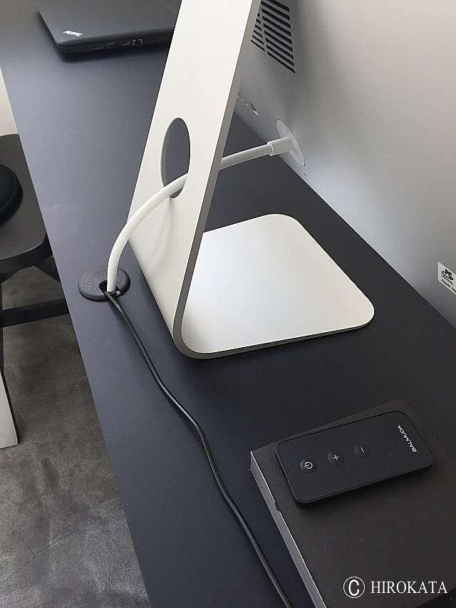 デスクカウンター天板の電化製品用配線孔キャップ