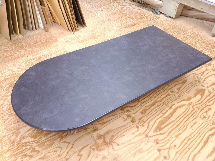 豪華なダイニングテーブル大理石調天板
