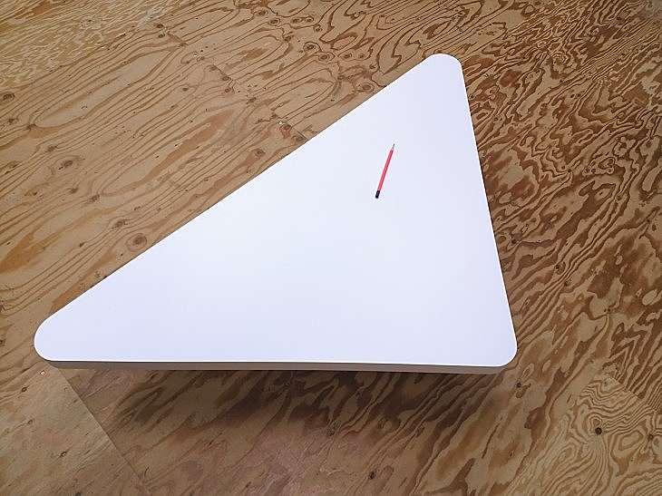 三角形のテーブル天板 ホワイトメラミン化粧板