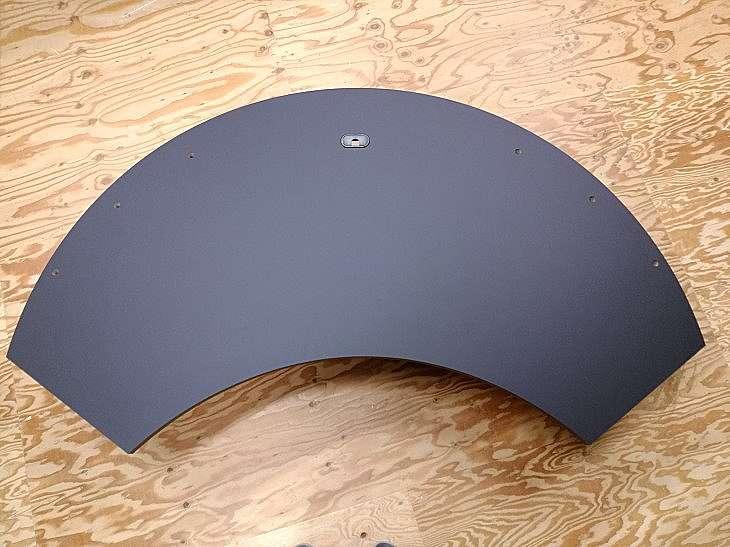半月型テーブル天板 黒色メラミン化粧板貼り仕上げ