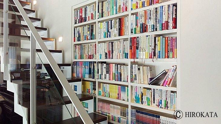 壁面埋め込み本棚の棚板追加増設で棚板の設置完了写真