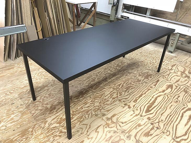 黒ダイニングテーブル 脚も黒