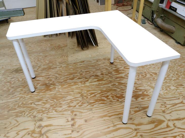 L型壁付けダイニングテーブル