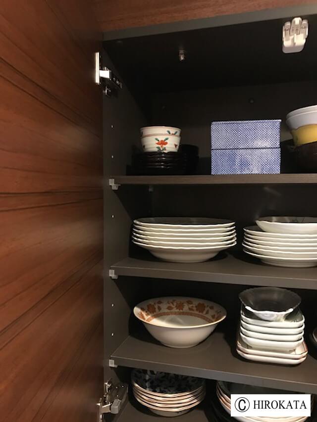 食器棚の棚、可動棚を追加で増やす。
