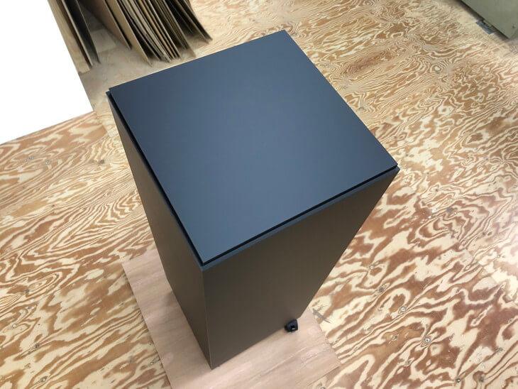 展示台黒アクリルケースを載せる加工スクエアタイプ