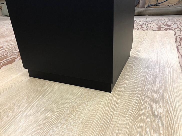 展示台ブラック 巾木付き