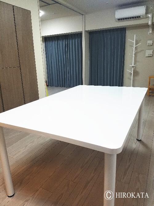 ダイニングテーブルマットな白