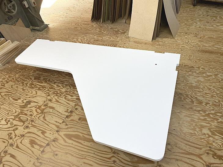 パソコンデスクのマットで白い天板
