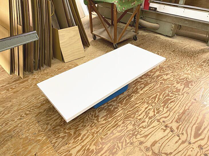 軽量なテーブル天板白