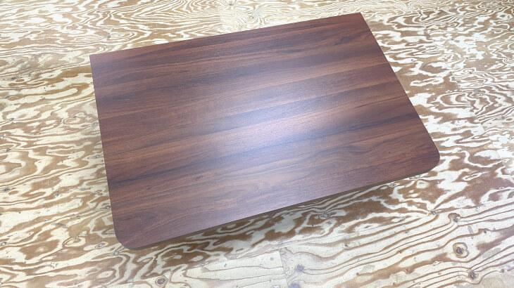 壁後付けカウンターデスク天板、濃い茶色の木目柄