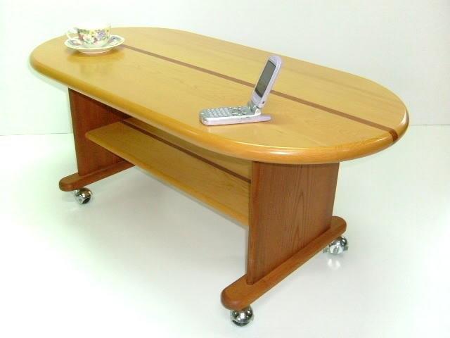 古材を再利用して作ったリビングテーブル