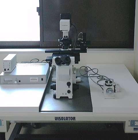 研究施設の除震台に特注天板設置