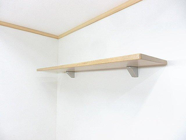 壁にビス止めで取り付ける神棚用の棚板
