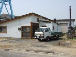 松山空港近くの弘形工芸工場前から、鋸屑、鉋屑を積んで故郷、旧 弘形村へ。