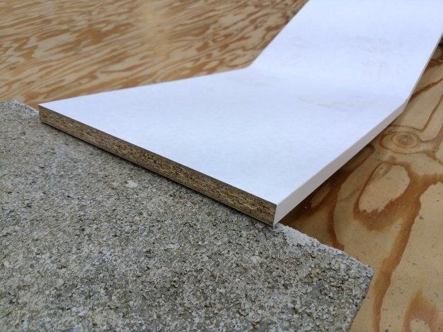 パーティクルボードを棚板に使用した場合の耐荷重は低い