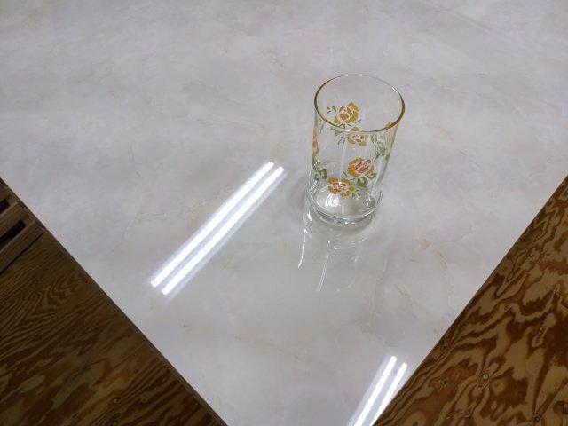 光沢艶有り大理石柄のアイカメラミン化粧板