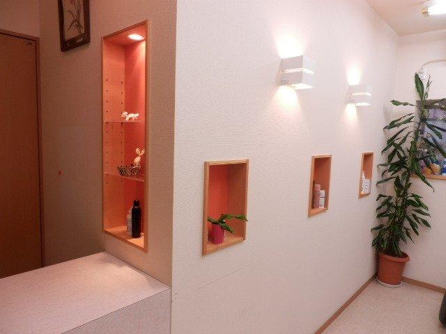 間接照明付き壁埋め込み式ニッチ飾り棚