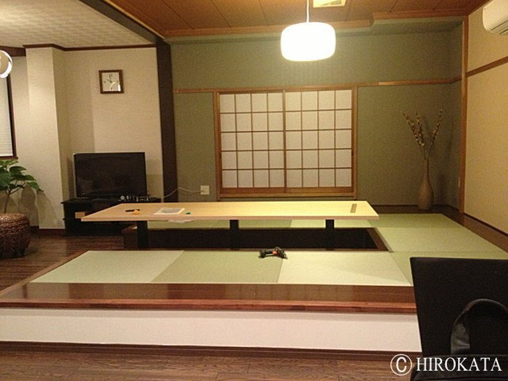 和室のモダンなローテーブル(座卓)
