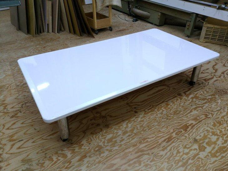 ホワイトで大きめのローテーブル