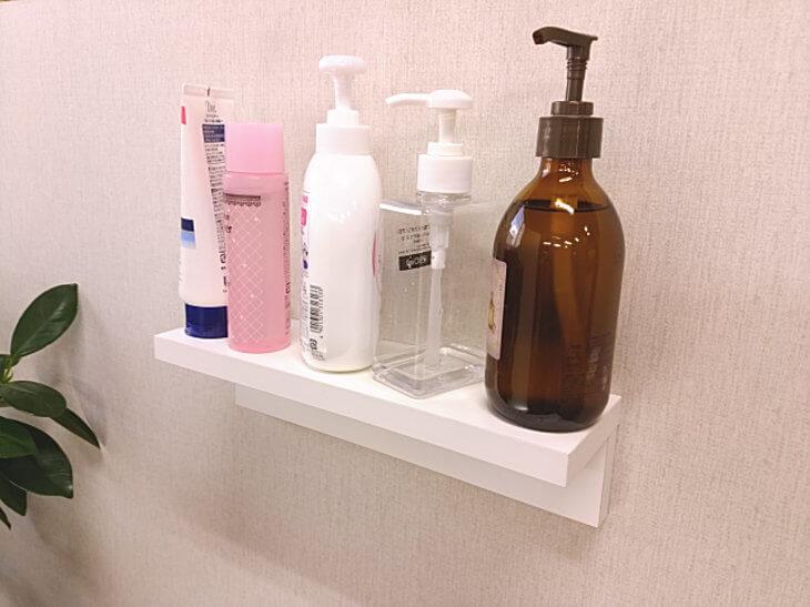 洗面化粧室のウォールシェルフ